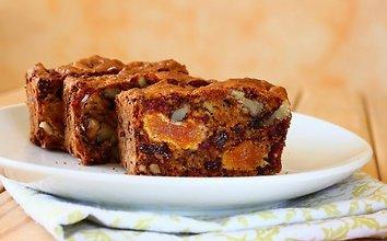 Duona su riešutais ir džiovintais abrikosais