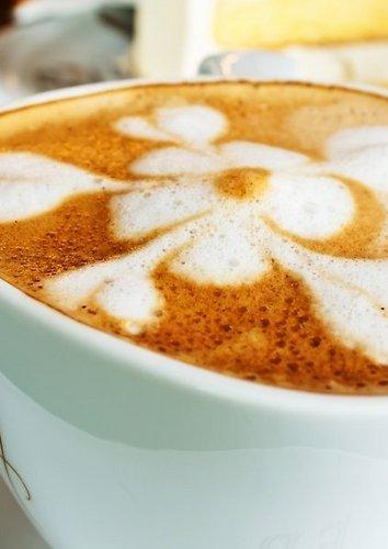 Latte kava su imbieru