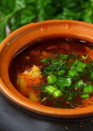 Pomidorų sriuba su svogūnų laiškų kukulaičiais