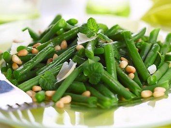 Šiltos šparaginių pupelių salotos