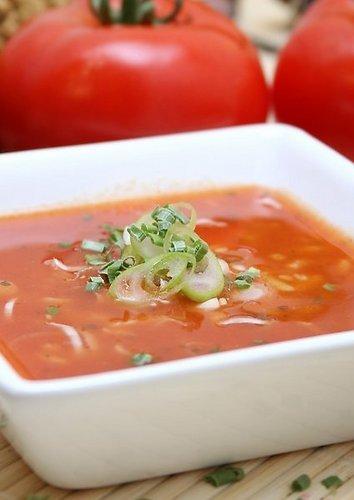 Pomidorų sriuba su ryžiais ir jūros gėrybėmis