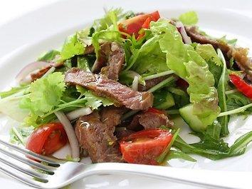 Jautienos ir daržovių salotos