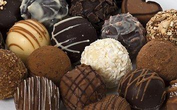 Marcipaniniai saldainiai su cukatomis