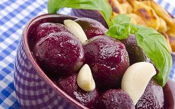 Burokėlių salotos su ožkos sūriu ir graikiniais riešutais