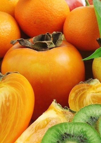 Salotos su persimonais, mandarinais ir ožkos sūriu