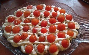 Silkė su majonezu ir pomidorais